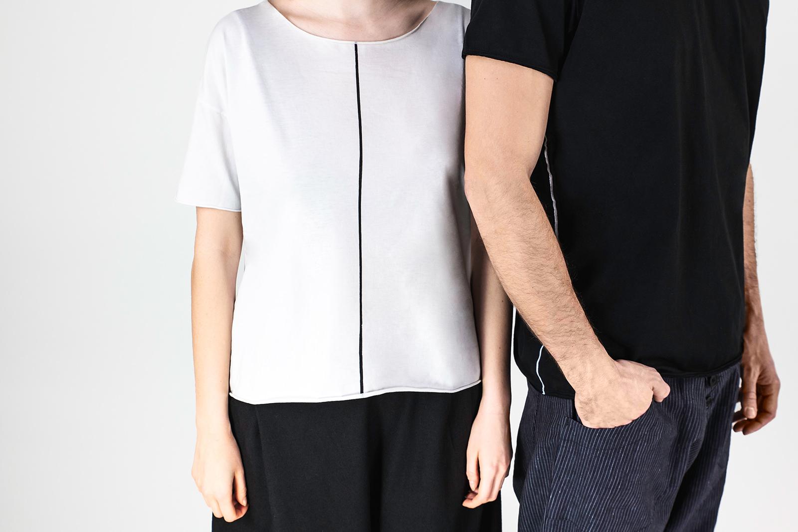 Img 7002 Lijn T Shirt Man Black Lijn T Shirt Woman White